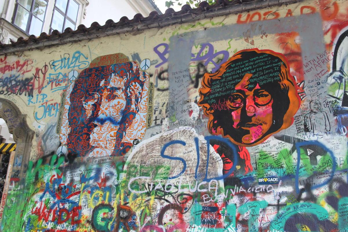 Картинки по запросу Стена Джона Леннона