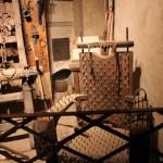 выставочный зал с экспозицией рыцарских доспехов 2