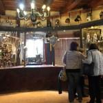 выставочный зал с экспозицией рыцарских доспехов 6