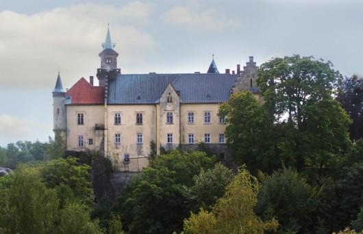 Замок Груба Скала