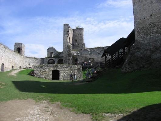 Замок Раби - внутри