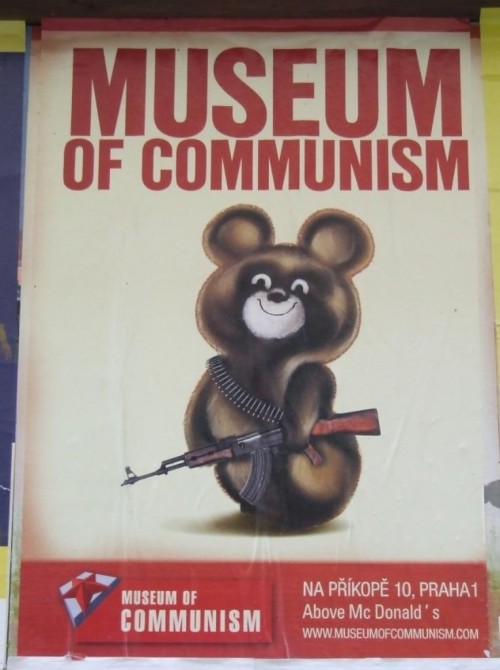 Музей Коммунизма в Праге - мишка