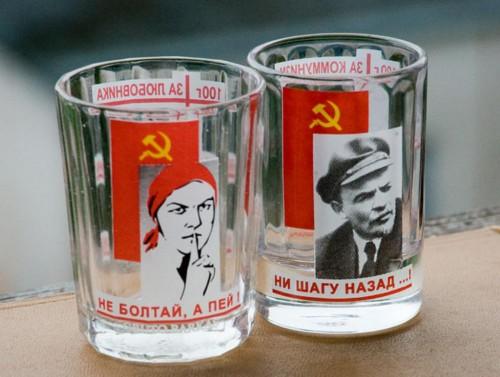 Музей Коммунизма в Праге - стаканы