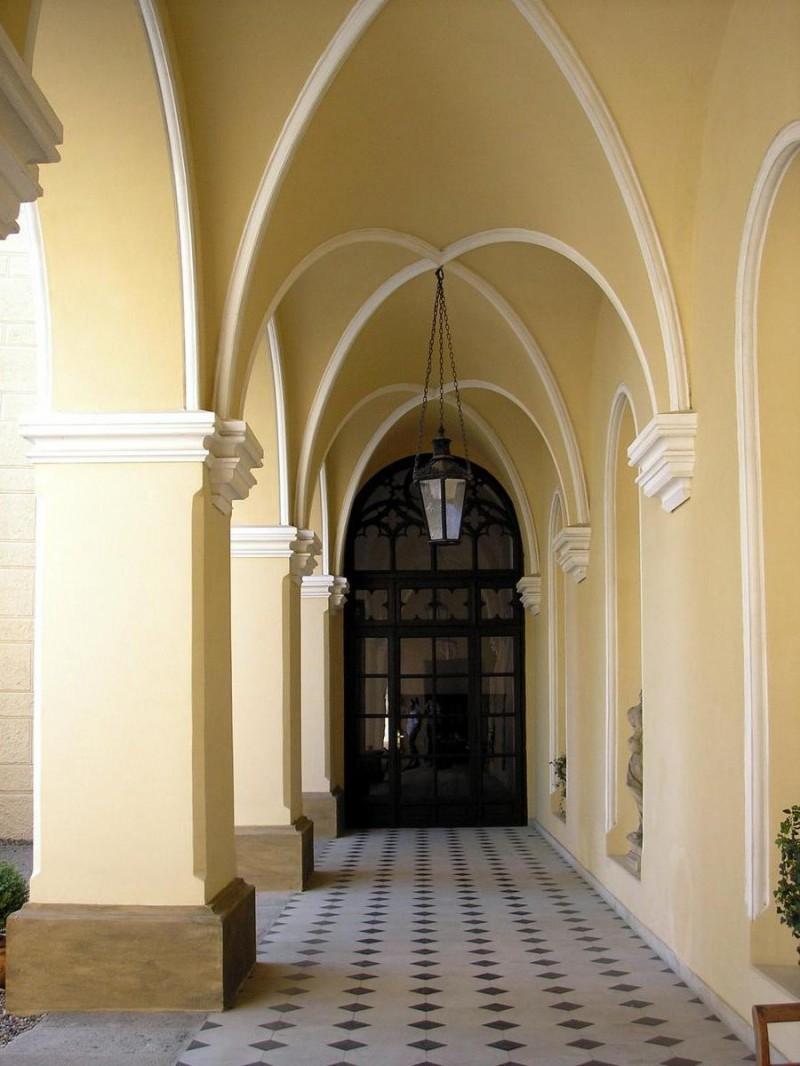 Замок Хише - колоны