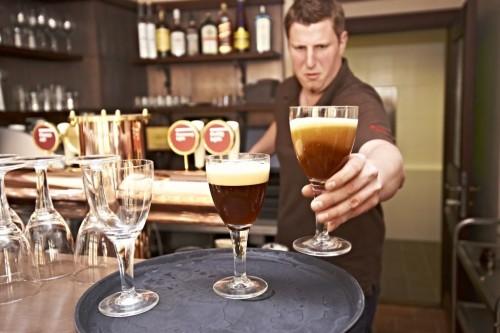 Пивная У трех роз - бармен
