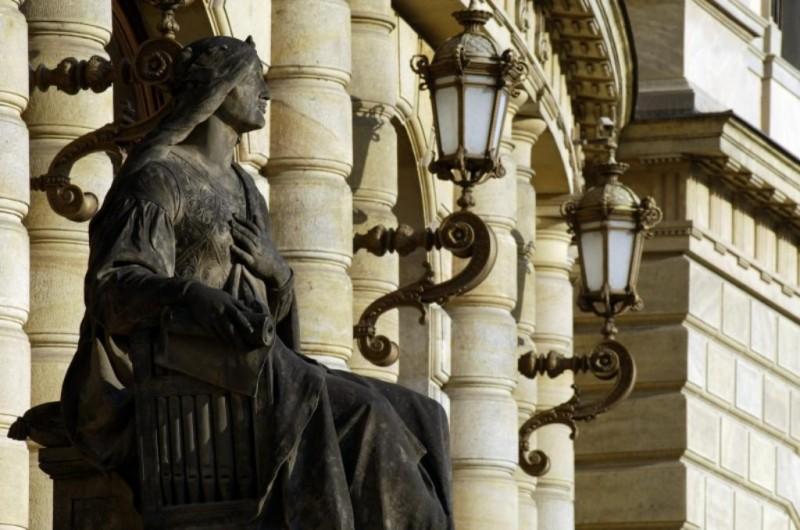 Рудольфинум - статую