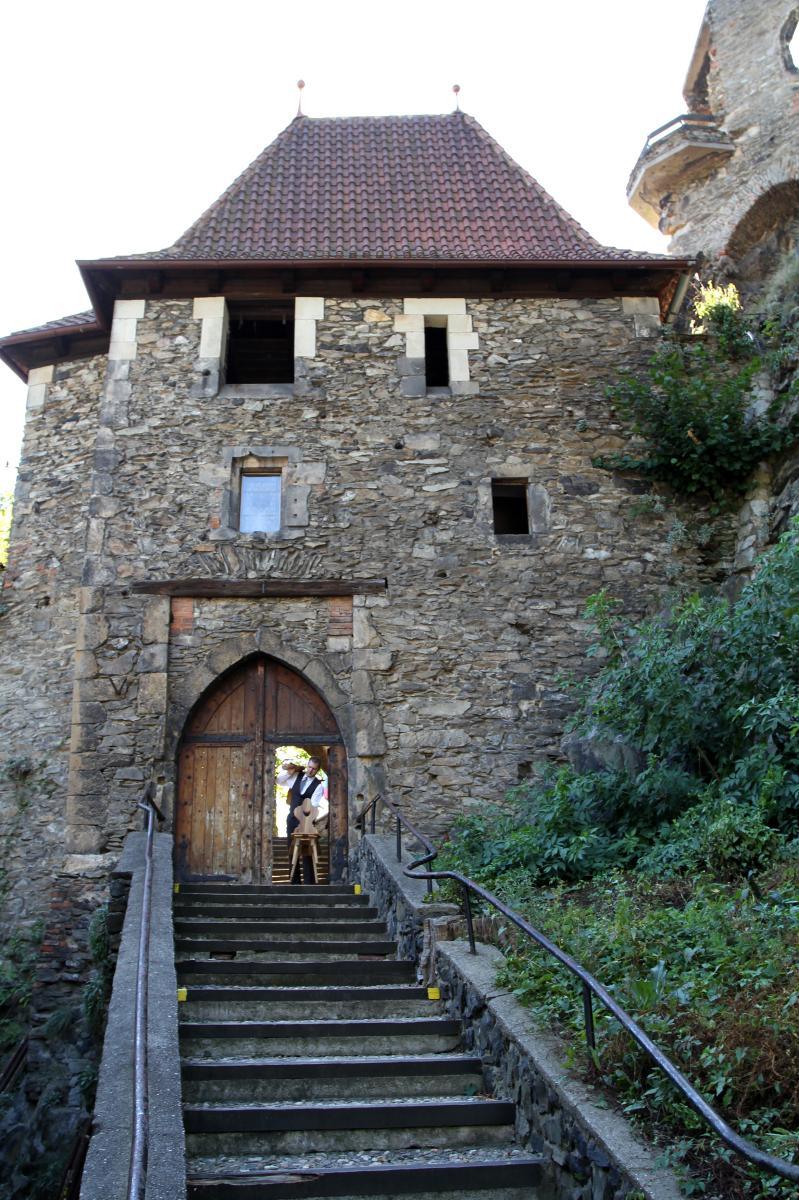 Замок Стршеков - вход