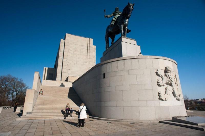 Национальный мемориал - снизу