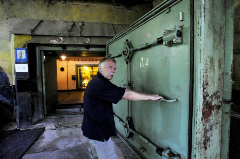 Атомный музей - двери