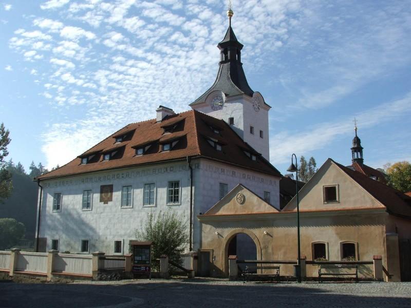 Замок Добржиховице