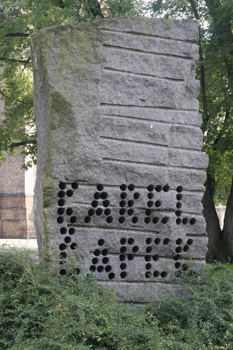 Памятник братьям Чапекам
