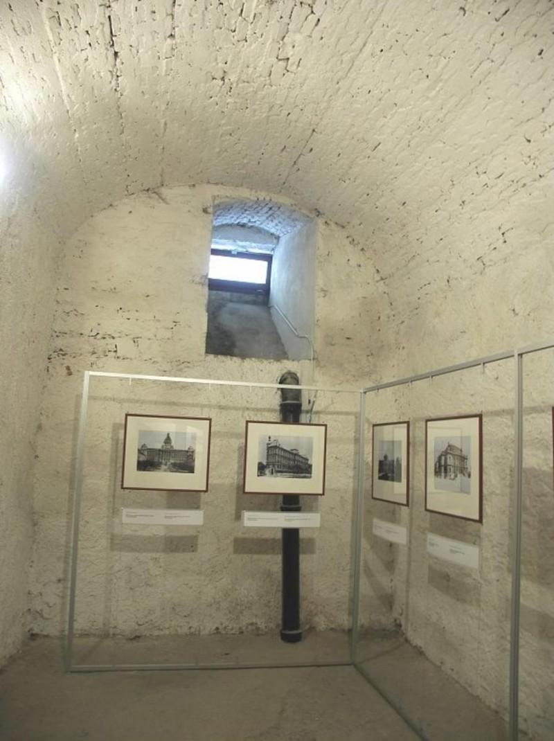 Подземелья Клам-Галласовского дворца