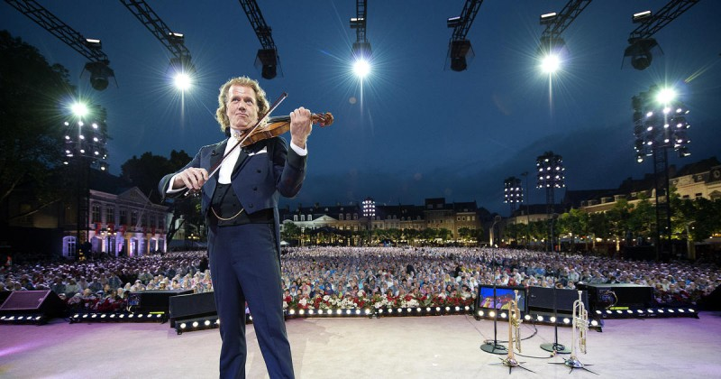 Андре Рье с оркестром в Праге