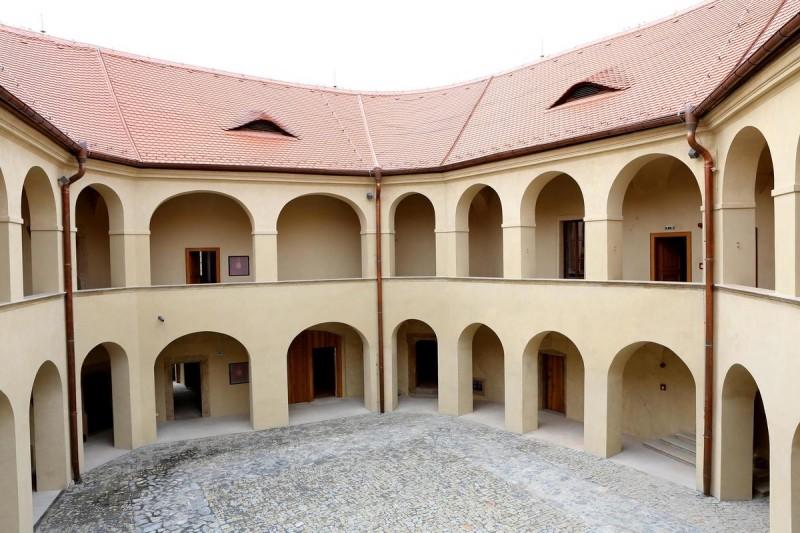 Замок Розтоки 3
