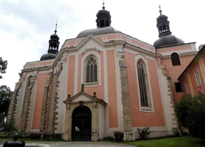 Костёл девы Марии и святого Карла Великого 3