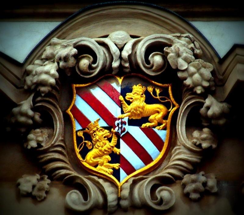 Кайзерштейнский дворец - герб
