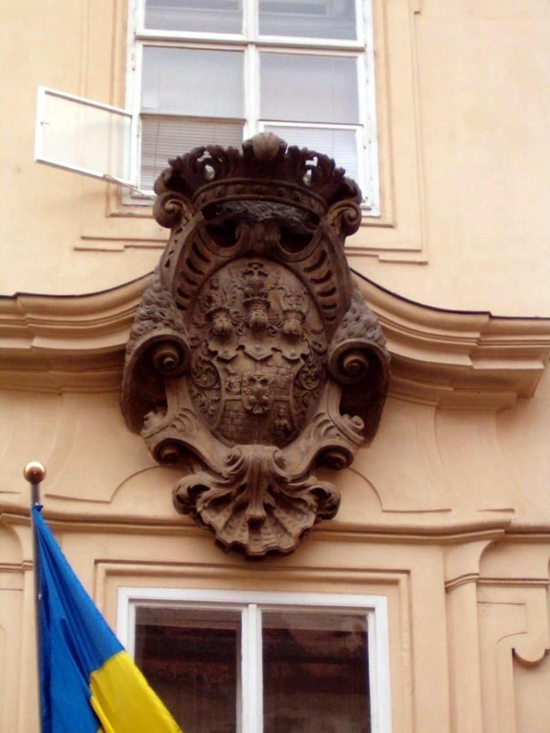 Морзинский дворец - герб