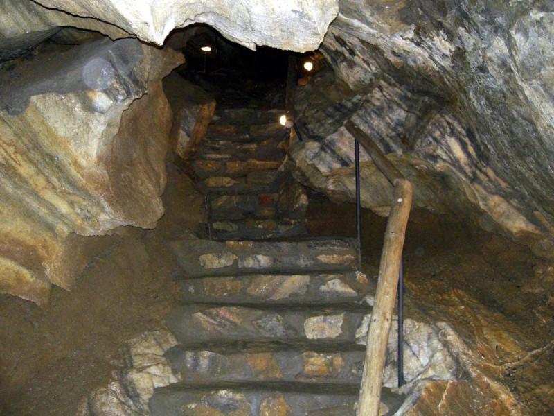 Хыновска пещера