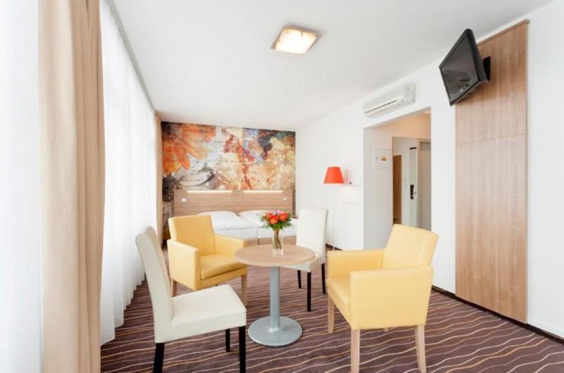 Hotel Akcent 4