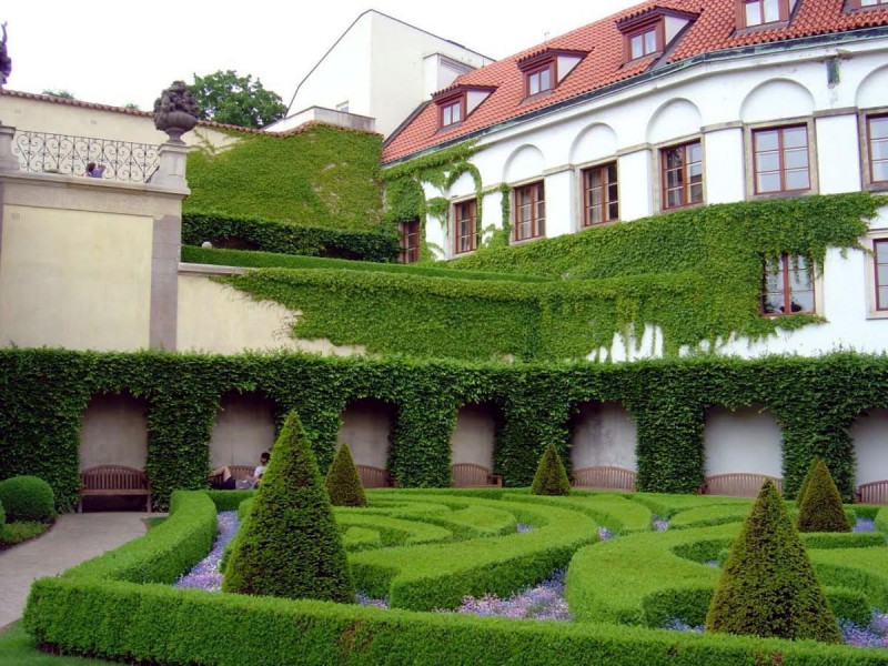 Вртбовский сад 6