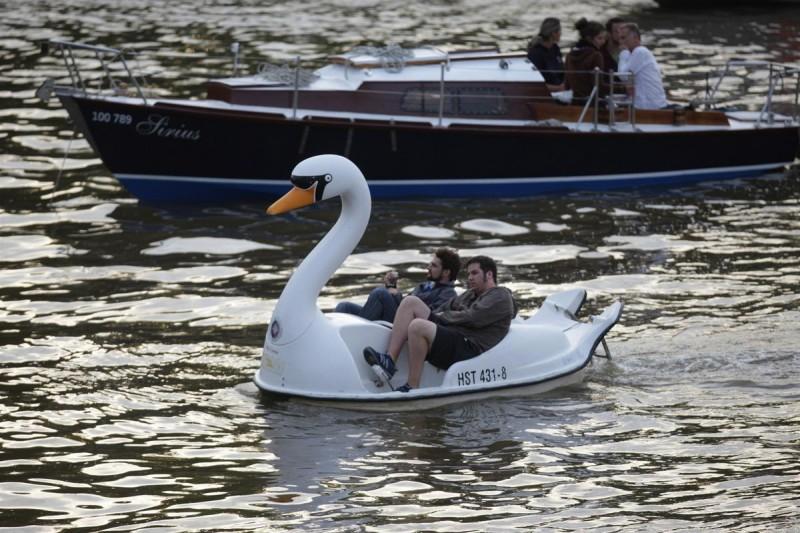 Прокат лодок и катамаранов 1