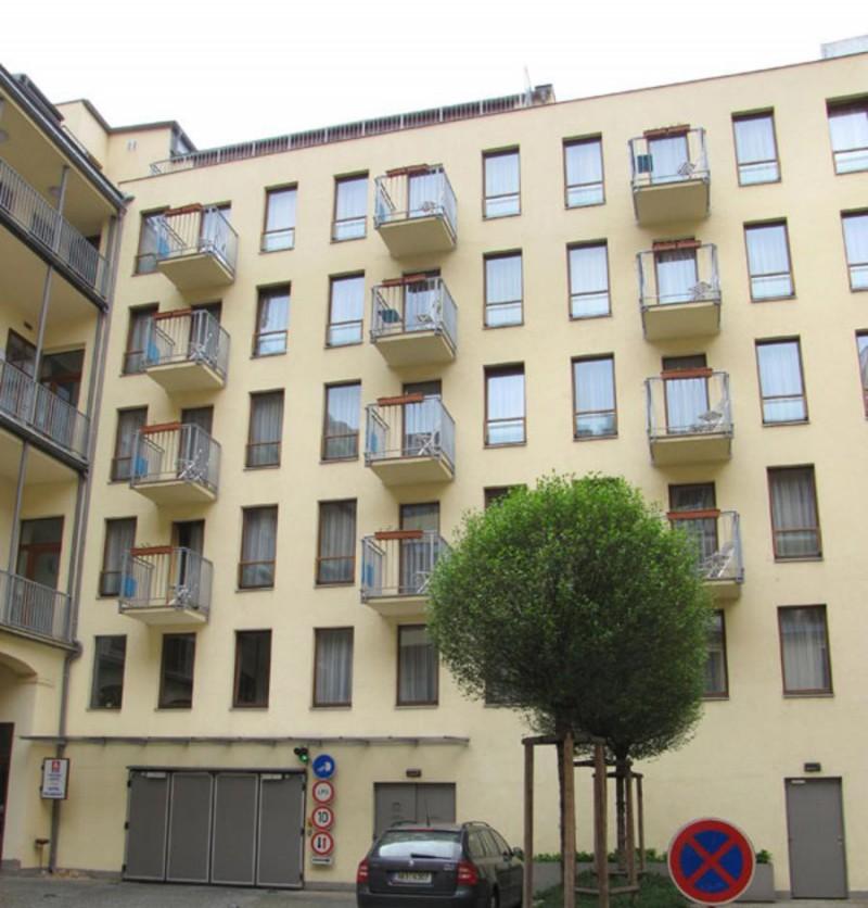 Aparthotel Austria Suites 10