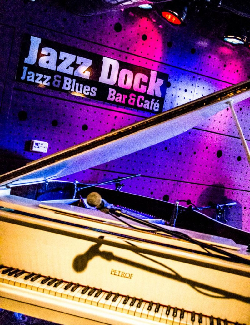 Jazz Dock 8