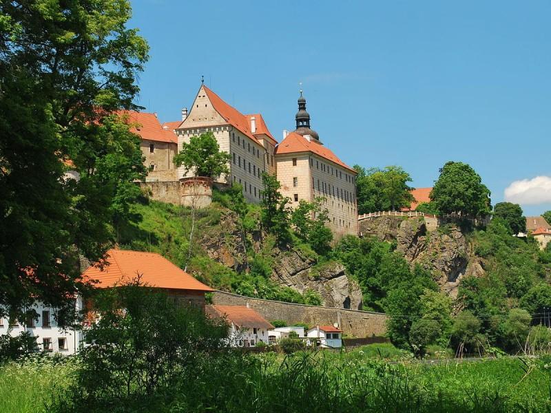 Замок Бехине